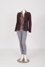 21 Details blazer, klik : https://bingenella.com/atoslombardini - Details blouse, klik : https://bingenella.com/gustav - Details broek, klik : https://bingenella.com/codeperfect